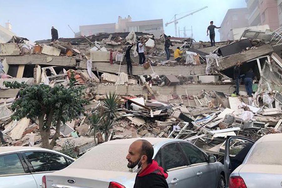 Tsunami golpea costa de Turquía tras terremoto 7 Richter que también  sacudió parte de Grecia - La Tercera