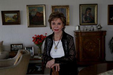 """Isabel Allende: """"Las feministas chilenas han inspirado a las mujeres en el mundo"""""""