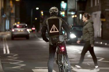 Ciclistas a salvo: Ford presenta chaquetas para mejorar la convivencia vial