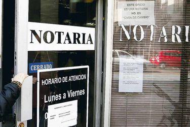 Los notarios siguen vivos y coleando