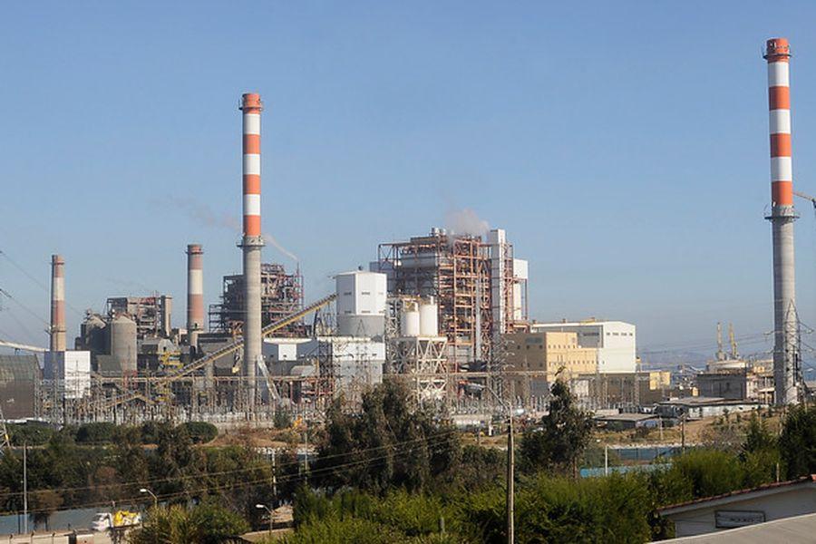 Combustibles fósiles siguen pesando en la matriz eléctrica y presionan los costos de generación
