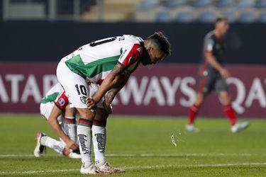 Luis Jiménez sobre el césped de El Teniente, tras la caída de Palestino por 0-1 ante Newell's Old Boys. FOTO: Agencia Uno.