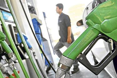 Lo que tienes que saber este miércoles en La Tercera: gobierno frena alza en precio de bencinas y la proyección de cuándo podría acortarse el toque de queda en Santiago