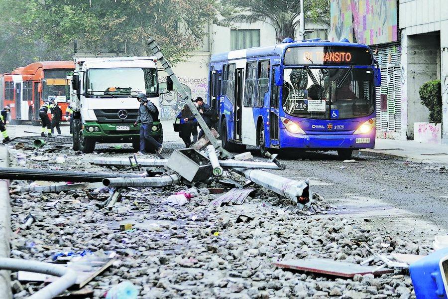 Daños por barricadas y saqueos en Plaza Italia