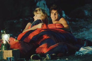 George Clooney, Charlie Sheen y Laura Dern devorados por un oso: lanzan su película perdida