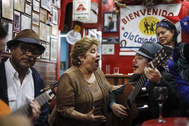 """La casa de la cueca en peligro de cerrar: """"Es una reserva de los valores musicales de Chile"""""""