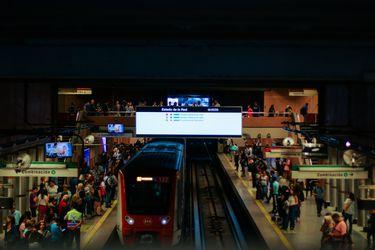 Estación Baquedano reabre este miércoles aunque sólo para combinación