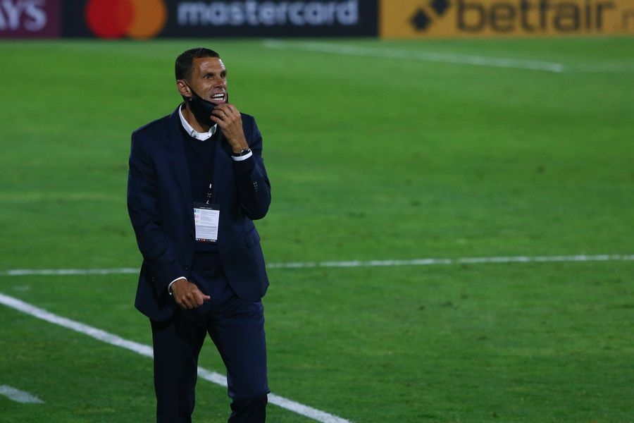 Gustavo Poyet perdió ante Argentinos Junior, por la Copa Libertadores. su tercer partido como técnico de Universidad Católica.