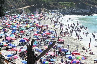 Ante alza de turistas, comunas costeras piden al gobierno más fiscalizaciones