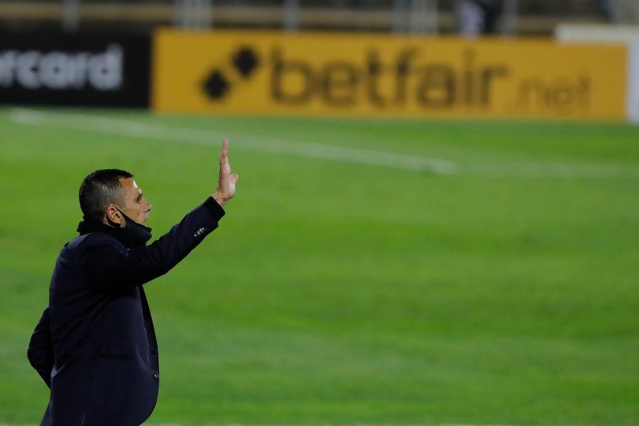 Gustavo Poyet, durante el partido entre Universidad Católica y Atlético Nacional, por la Copa Libertadores. FOTO: Agencia Uno.