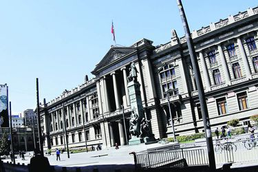 Caso Cascadas: Corte de Santiago confirma multa a auditora PwC y ejecutivo de la empresa