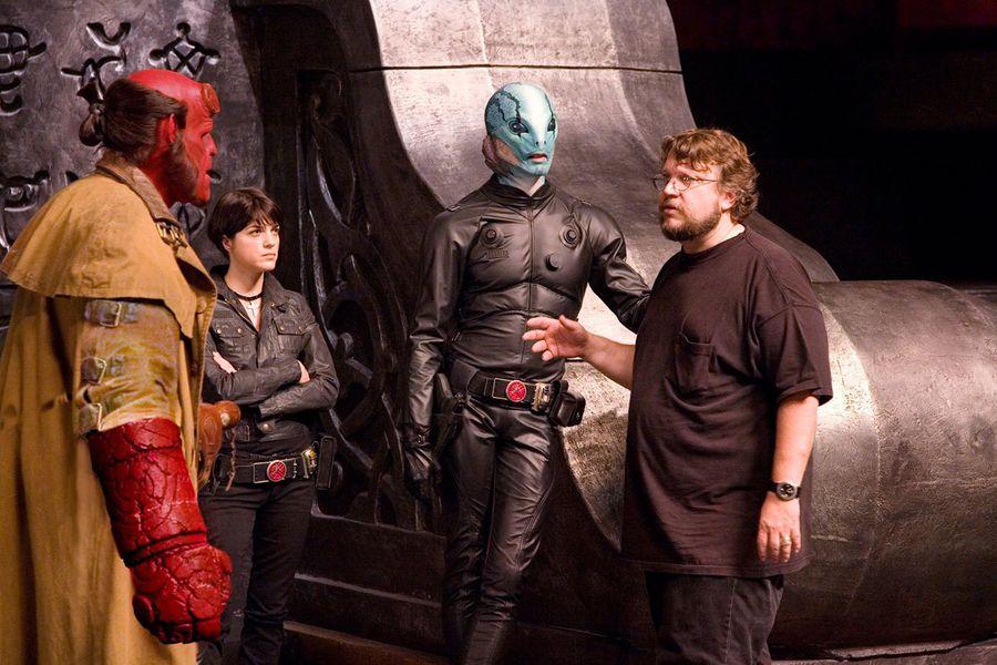 Guillermo-del-Toro-on-Hellboy-set