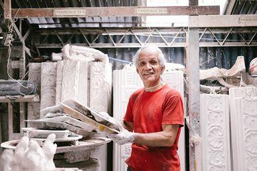 Fábrica de figuras de yeso, un oficio hecho a mano