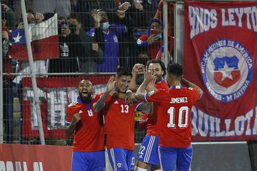 Acorta distancia y recupera la diferencia de gol: la Roja aprovecha otra vez los resultados de la fecha
