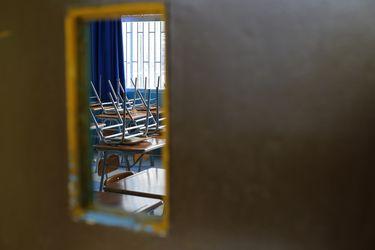 """""""Es triste. No me siento en cuarto medio"""": El dramático relato de los más de 250 mil alumnos en el último año de colegio"""