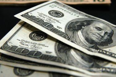 El dólar completa su tercera caída consecutiva y ya está en mínimos desde principios de agosto