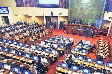 Oposición proyecta aprobación de acusación constitucional contra Pérez en la sala de la Cámara