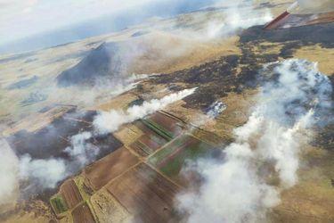 Controlan tres focos de incendio forestal que afecta a Rapa Nui