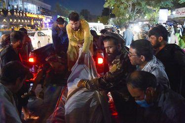 Ataque en el aeropuerto de Kabul mata a 13 militares estadounidenses y al menos 90 afganos