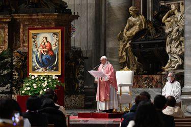 Documento sobre parejas gay desata tormenta en la Iglesia Católica: ¿Se aleja el Papa de la CDF?