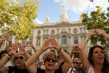 """""""Solo sí es sí"""": España inicia discusión de proyecto de ley de libertad sexual en que todo acto sin consentimiento es agresión"""