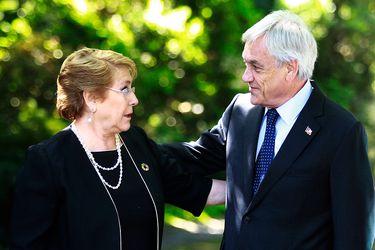La molestia de La Moneda con los canales de TV por la transmisión de la llamada de Bachelet a Piñera