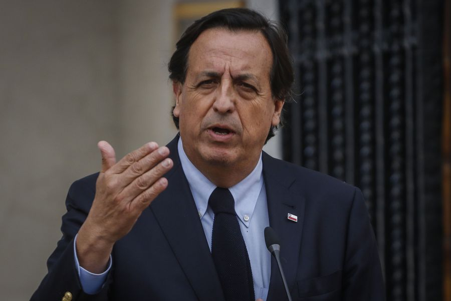 Víctor Pérez, ministro del Interior.