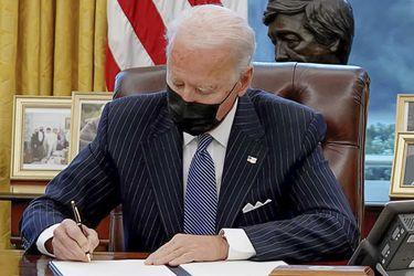 Biden anula veto de Trump que limitaba acceso de personas transgénero a las Fuerzas Armadas