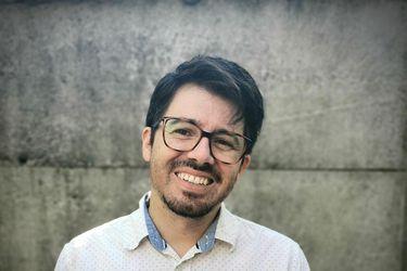 """Cristian Farías Vega y su libro sobre volcanes y terremotos: """"No puede ser que en Chile no seamos los expertos más grandes del mundo en esta área"""""""