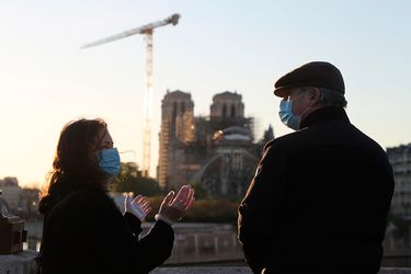 Vuelven a abrir la explanada de la catedral de Notre Dame en París