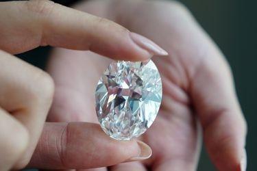 """El diamante """"perfecto"""", de 102 quilates y """"extremadamente raro"""" que subastará Sotheby's en octubre"""