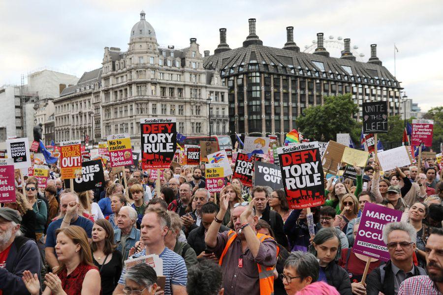 Protestas afuera del parlamento británico
