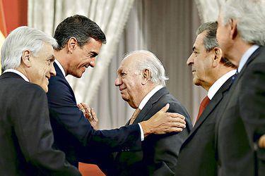 Lagos y Frei participan en actividad de La Moneda por visita de presidente español