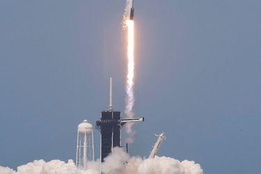 Cohete SpaceX con la nueva cápsula Crew Dragon despega con éxito e inicia una nueva era espacial