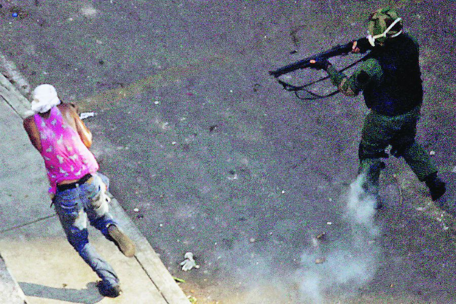 Rally against the government of Venezuela 's President Maduro and to commemorate May Day in Caracas (45427741)