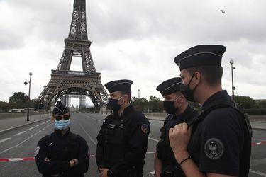 Reabren la Torre Eiffel en París tras evacuación por amenaza de bomba