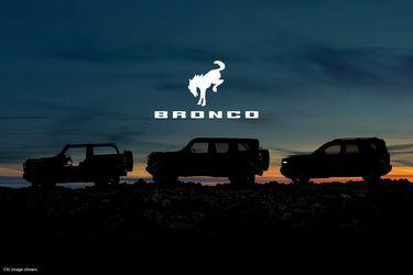 Antes de saltar a la cancha, el Bronco ratifica su alineación: va con tres en ataque