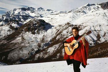 Patricio Manns: El cantautor más allá de la cordillera