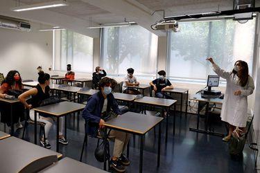 """Colegios, posible motor de contagios: OMS advierte que Europa entra en un """"momento delicado"""" con reapertura de colegios"""