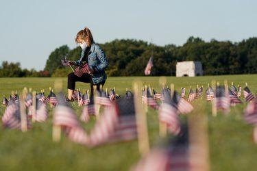 Washington D.C realiza homenaje a los 200 mil fallecidos producto del coronavirus en EE.UU.