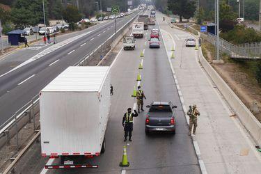 Autoridades esperan que salgan unos 200 mil vehículos de la capital durante este fin de semana largo