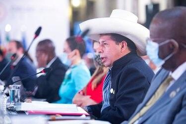 """Presidente de Perú Pedro Castillo niega ante la OEA y empresarios de EE.UU. que su gobierno sea """"comunista"""""""