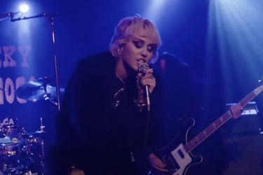 """Miley Cyrus reversiona """"Zombie"""" de Cranberries en el mítico Whisky A Go-Go"""