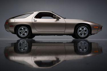 A subasta el Porsche 928 de Risky Business, la película que hizo famoso a Tom Cruise