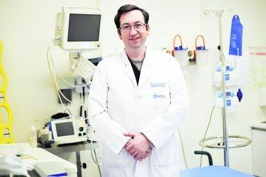 """Presidente de los urgenciólogos: """"El lugar ideal para que un paciente crítico sea tratado es una UPC, pero eso no está ocurriendo"""""""