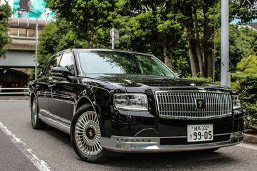 El Toyota Century del recién coronado emperador japonés Naruhito