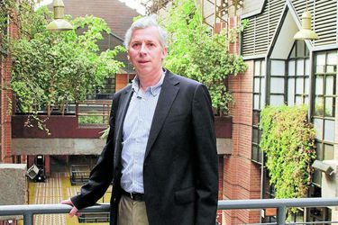 Por primera vez con votación, José Miguel Sánchez es reelegido decano en Economía UC