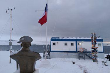Armada conmemora Día de la Bandera con postales del símbolo patrio en apartados rincones del país y en el extranjero