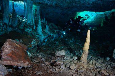 Científicos descubren cuevas submarinas de hace 12 mil años