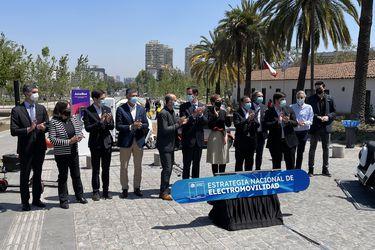 Gobierno anuncia que Chile venderá solo vehículos eléctricos en 2035